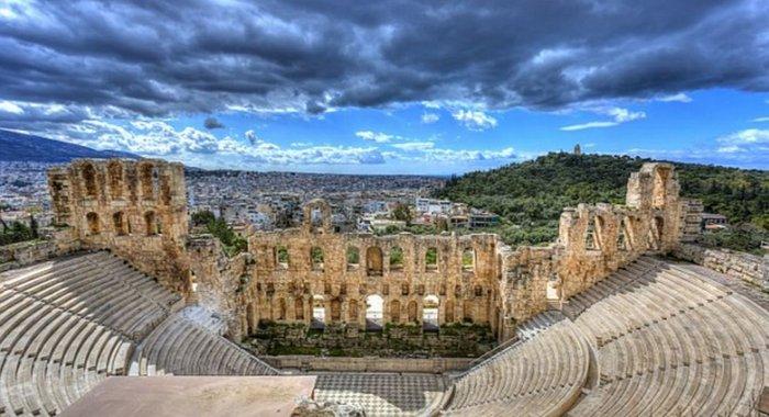 Υμνοι της Daily Mail: Η Αθήνα το μεγαλύτερο πανεπιστήμιο του κόσμου - εικόνα 2