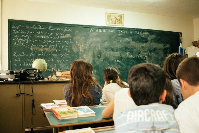 Στο 4ο Δημοτικό Σχολείο Ξάνθης, μέσω του προγράμματος «Μαθαίνουμε Παρέα», τα παιδιά δημιούργησαν ένα μουσείο για το πλούσιο παρελθόν του σχολείου τους και ερεύνησαν την ιστορία της πόλης τους.