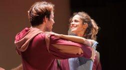 Πόσοι ηθοποιοί χωράνε επάνω σε ένα πιάνο; Μια απίθανη εμπειρία στο θέατρο