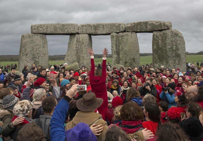 Στόουνχεντζ:«Πιστοί» γιορτάζουν το χειμερινό ηλιοστάσιο με εκκεντρικό τρόπο