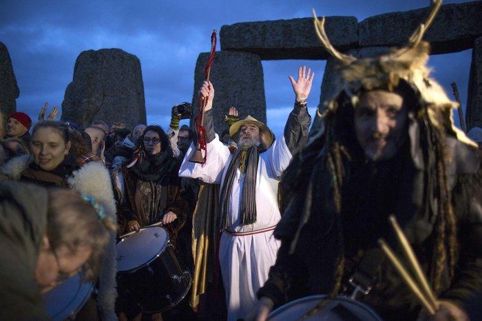 Στόουνχεντζ:«Πιστοί» γιορτάζουν το χειμερινό ηλιοστάσιο με εκκεντρικό τρόπο - εικόνα 4