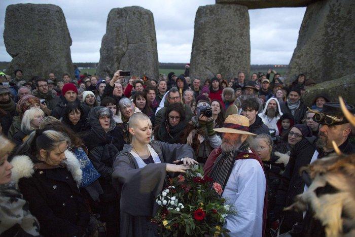Στόουνχεντζ:«Πιστοί» γιορτάζουν το χειμερινό ηλιοστάσιο με εκκεντρικό τρόπο - εικόνα 6