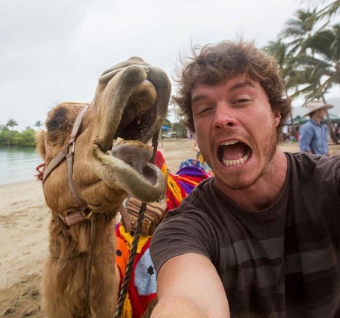 Αυτός είναι ο βασιλιάς των selfie: Φωτογραφίζεται με ζώα - εικόνα 3