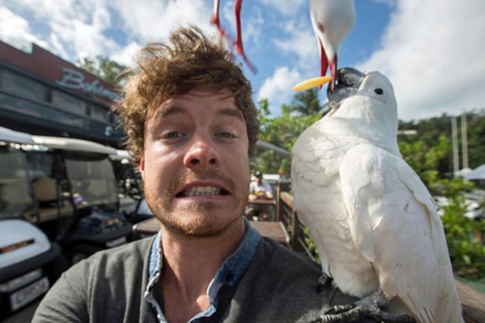 Αυτός είναι ο βασιλιάς των selfie: Φωτογραφίζεται με ζώα - εικόνα 12