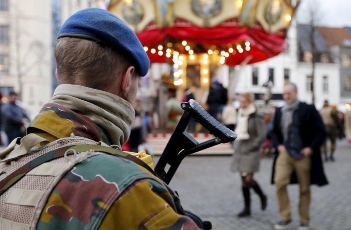 Στη σκιά της τρομοκρατίας τα Χριστούγεννα σε Παρίσι και Βρυξέλλες