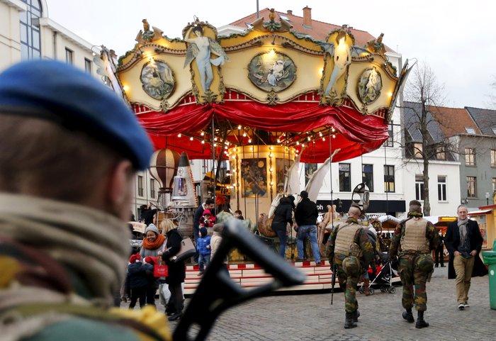 Στη σκιά της τρομοκρατίας τα Χριστούγεννα σε Παρίσι και Βρυξέλλες - εικόνα 2