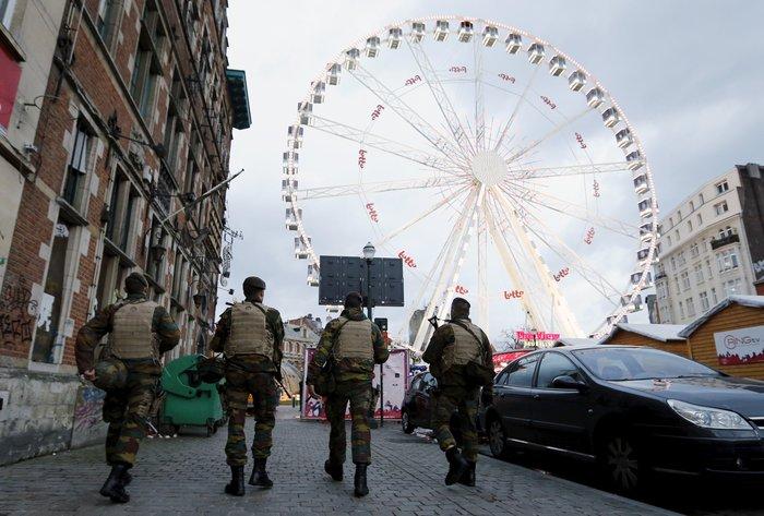 Στη σκιά της τρομοκρατίας τα Χριστούγεννα σε Παρίσι και Βρυξέλλες - εικόνα 3