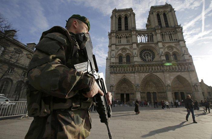 Στη σκιά της τρομοκρατίας τα Χριστούγεννα σε Παρίσι και Βρυξέλλες - εικόνα 4