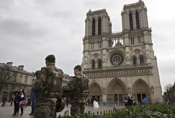 Στη σκιά της τρομοκρατίας τα Χριστούγεννα σε Παρίσι και Βρυξέλλες - εικόνα 5