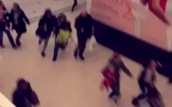 Πανικός στο Λονδίνο από άνδρα με μαχαίρι σε εμπορικό κέντρο - εικόνα 3