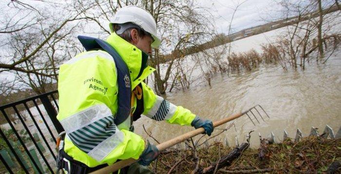 Πλημμύρες σάρωσαν τη Βρετανία, δεκάδες χιλιάδες σπίτια χωρίς ρεύμα - εικόνα 4