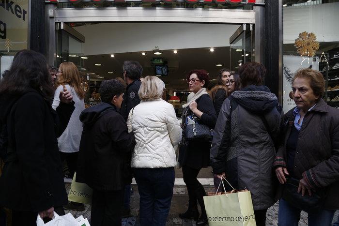 Το αδιαχώρητο σήμερα στα εμπορικά καταστήματα - εικόνα 4