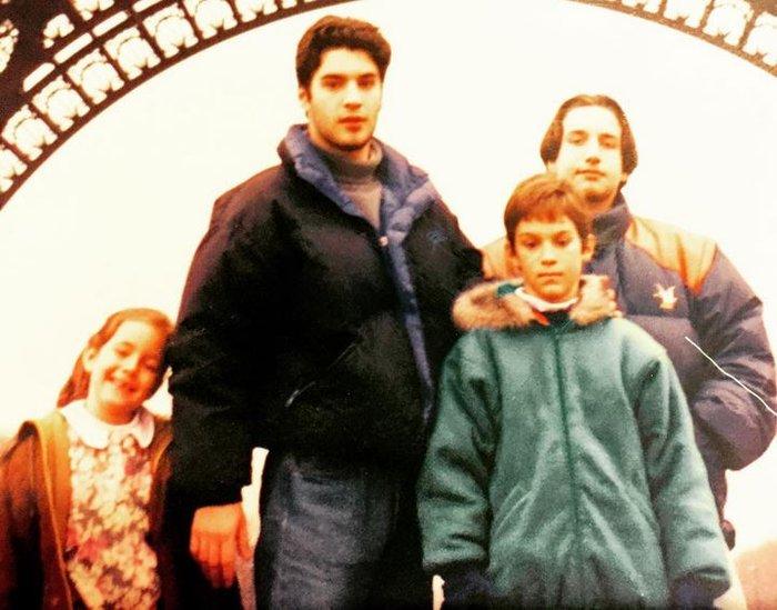 Χριστόφορος Παπακαλιάτης: Η vintage φωτογραφία με τα τρία αδέλφια του
