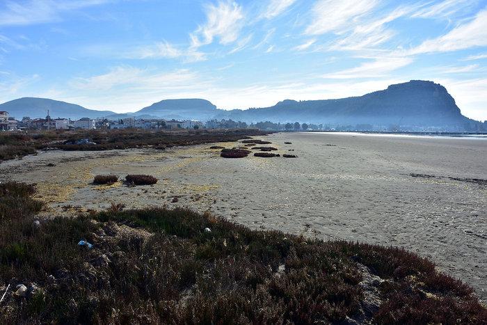 Η άμπωτη έφτιαξε στο Ναύπλιο μια τεράστια αμμουδιά! - εικόνα 3