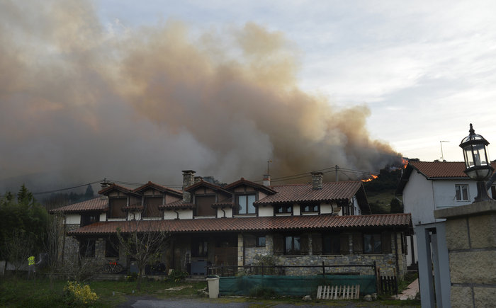 Πυρκαγιές σε δάση της Ισπανίας στην καρδιά του χειμώνα - εικόνα 9