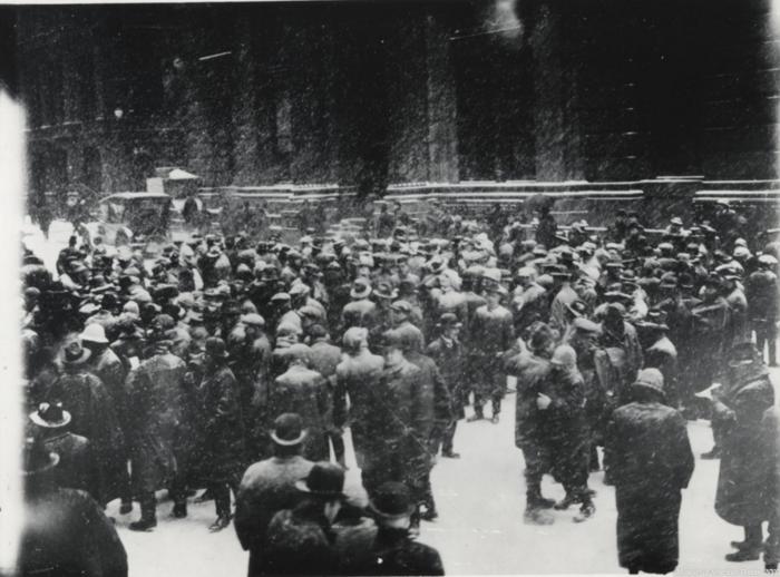 1920. Χρηματιστές...«παντός καιρού» κάνουν αγοραπωλησίες στο χιόνι...