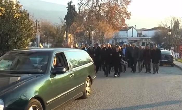 Όλες οι γενιές των Καραμανλήδων στην κηδεία της Αθηνάς - εικόνα 5