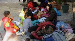Στο έλεος του χιονιά οι μετανάστες στην Πλατεία Βικτωρίας