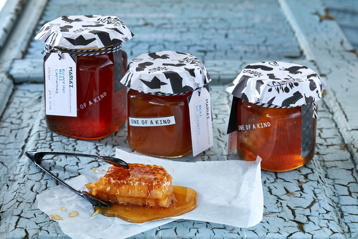 Βιολογικά μέλια από επιλεγμένους παραγωγούς.