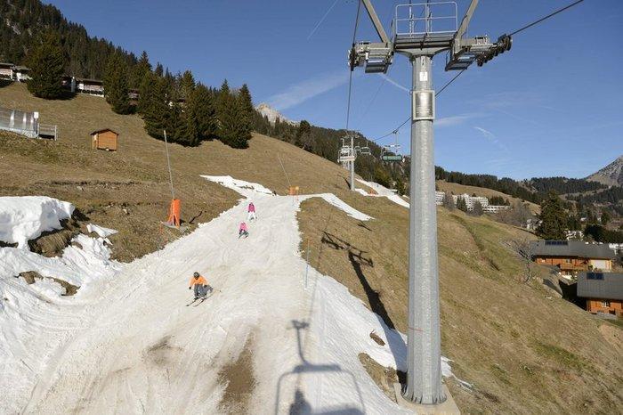 Ξέμειναν από... χιόνι τα resorts και τα σαλέ στις Αλπεις! - εικόνα 4
