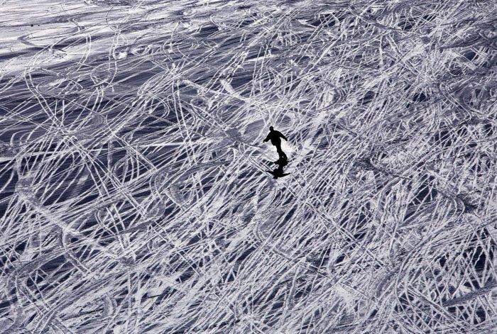 Σκιέρ σε χιονοδρομική πίστα της Ιταλίας