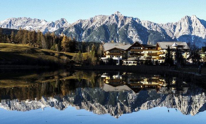 Οι Αλπεις και το είδωλό τους σε λίμνη της Αυστρίας