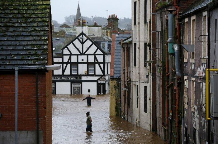 Η καταιγίδα Φρανκ «πνίγει» την Βρετανία: σκηνές χάους - εικόνα 7