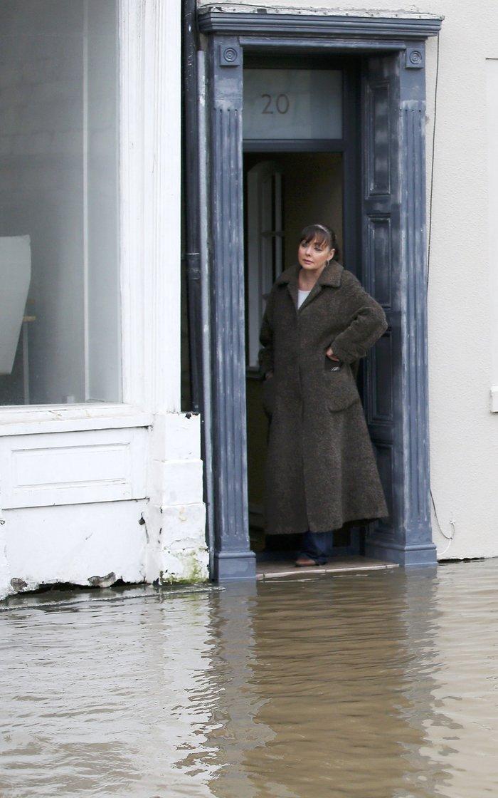 Η καταιγίδα Φρανκ «πνίγει» την Βρετανία: σκηνές χάους - εικόνα 9