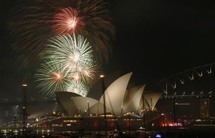 Εντυπωσιακά πυροτεχνήματα για το νέο έτος σε Νέα Ζηλανδία και Αυστραλία