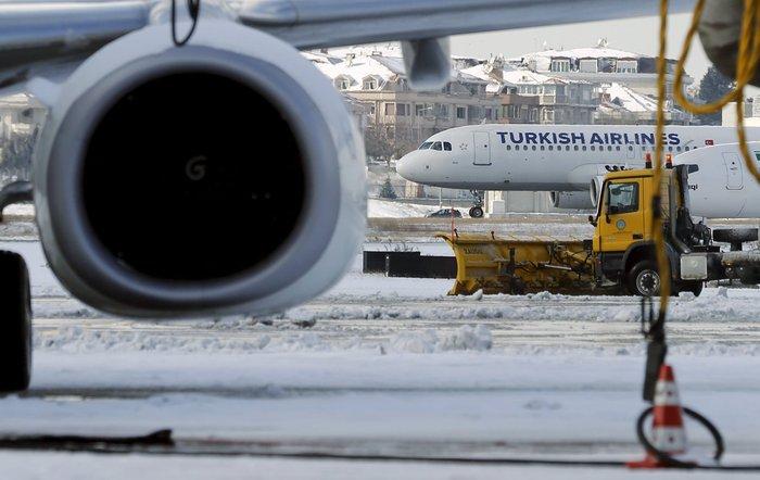 Εκατοντάδες ακυρώσεις πτήσεων από και προς την Κωνσταντινούπολη λόγω καιρού