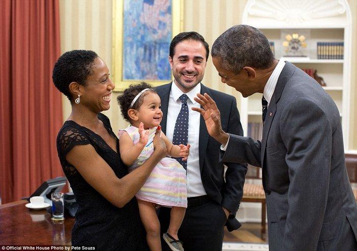 Τα πορτρέτα ενός Προέδρου: Οι καλύτερες στιγμές του Ομπάμα το 2015 - εικόνα 15