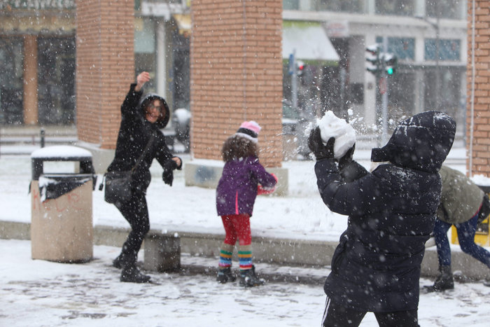 Στα λευκά η Ξάνθη - χιονίζει από το πρωί [φωτο - βίντεο] - εικόνα 11