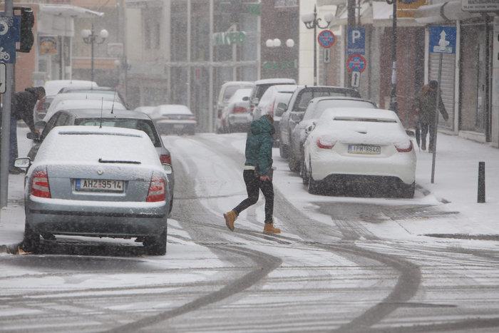 Στα λευκά η Ξάνθη - χιονίζει από το πρωί [φωτο - βίντεο] - εικόνα 16