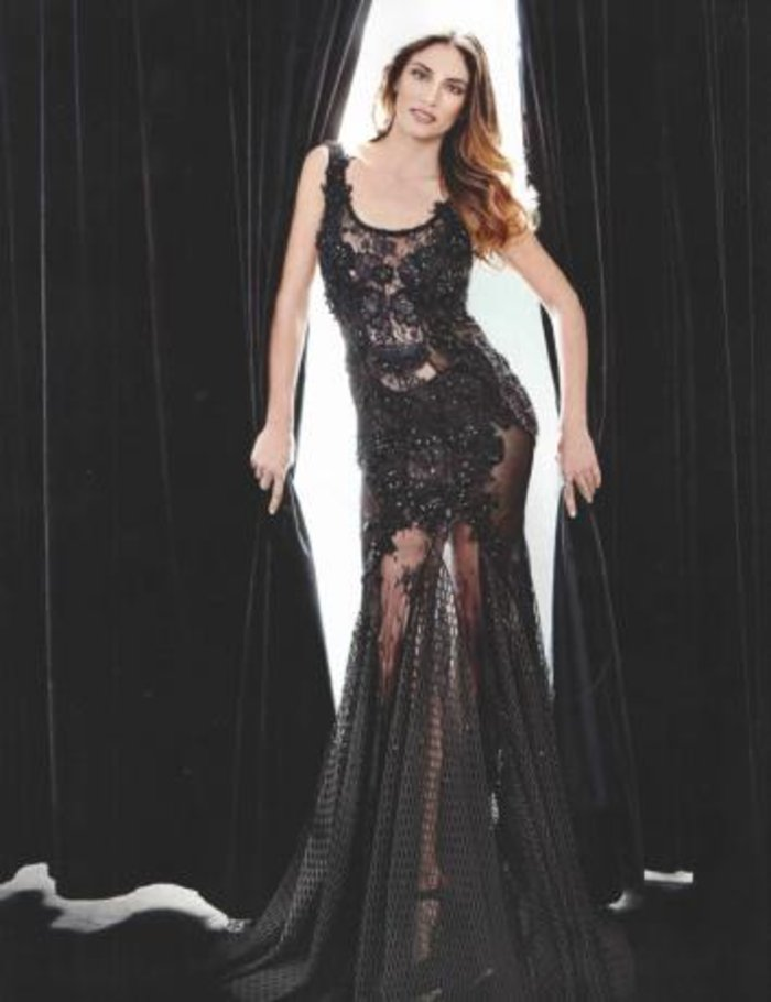 Η Αθηνά Οικονομάκου υπέροχη με σέξι διαφανές φόρεμα
