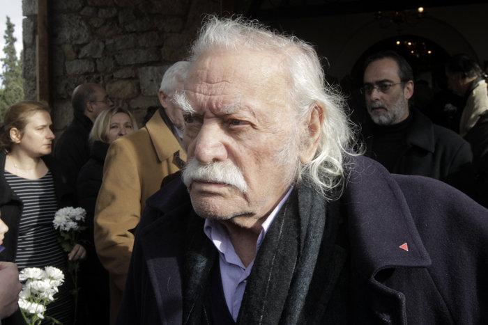 Η κηδεία που έφερε κοντά και πάλι Τσίπρα και Γλέζο - εικόνα 3