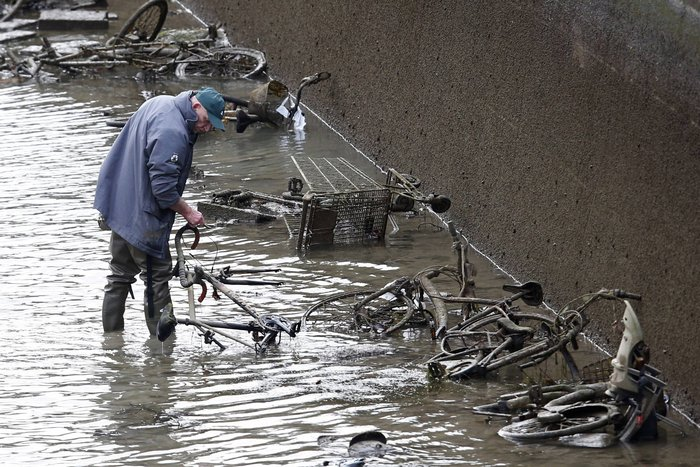 Δείτε τι βρήκαν δύτες στην κοίτη ποταμού στη Γαλλία - εικόνα 3