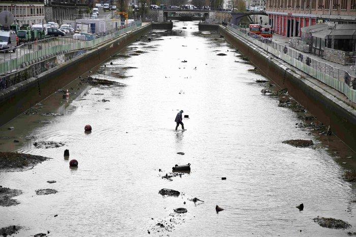 Δείτε τι βρήκαν δύτες στην κοίτη ποταμού στη Γαλλία - εικόνα 5