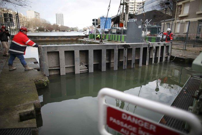 Δείτε τι βρήκαν δύτες στην κοίτη ποταμού στη Γαλλία - εικόνα 13