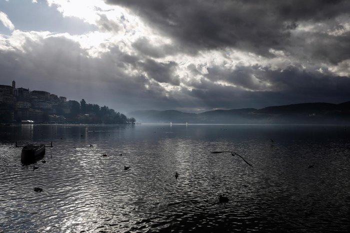 Μαγευτικές εικόνες από τη λίμνη της Καστοριάς - εικόνα 15
