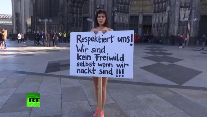 Κολωνία: Γυμνή διαμαρτυρία μπροστά σε Εκκλησία για τις επιθέσεις