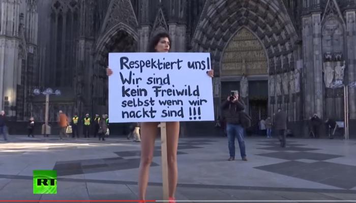 Κολωνία: Γυμνή διαμαρτυρία μπροστά σε Εκκλησία για τις επιθέσεις - εικόνα 2
