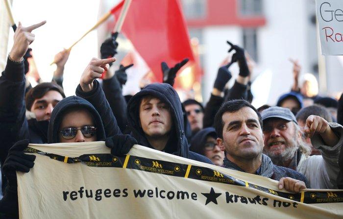 Ένταση στην Κολωνία, σκληραίνει τη στάση της η Μέρκελ - εικόνα 12