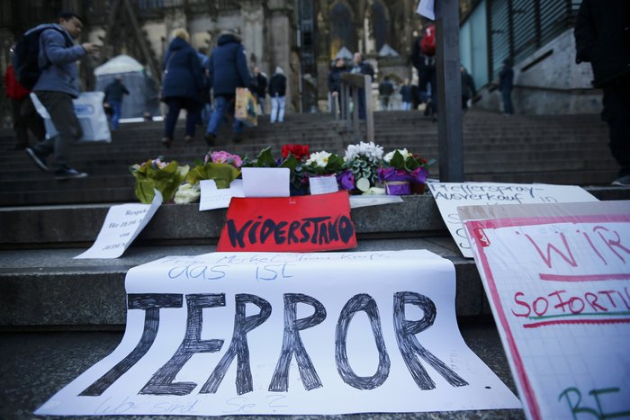 Ένταση στην Κολωνία, σκληραίνει τη στάση της η Μέρκελ - εικόνα 13