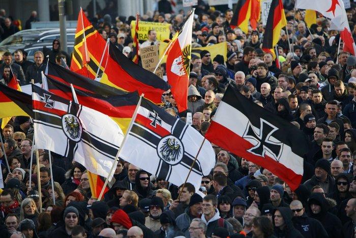 Ένταση στην Κολωνία, σκληραίνει τη στάση της η Μέρκελ - εικόνα 4