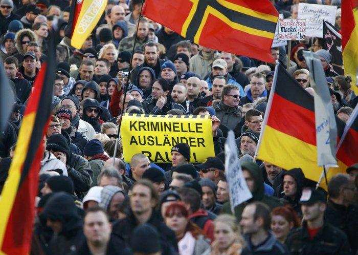 Ένταση στην Κολωνία, σκληραίνει τη στάση της η Μέρκελ - εικόνα 5
