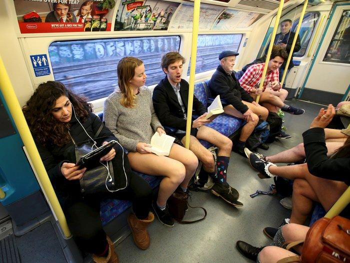 Ημέρα χωρίς...παντελόνια στο μετρό του Λονδίνου