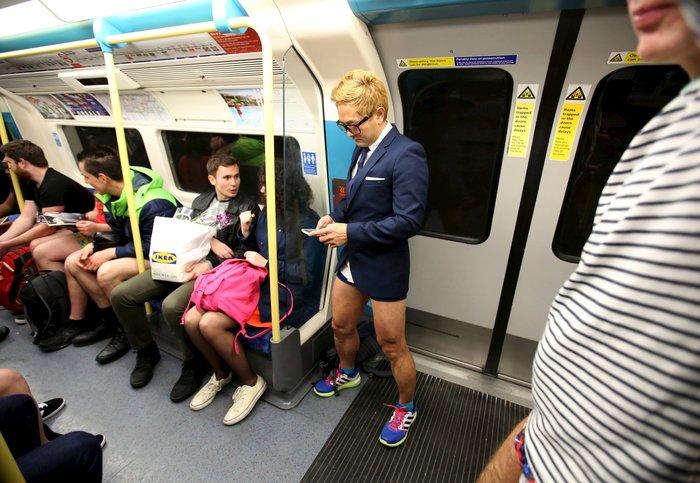 Ημέρα χωρίς...παντελόνια στο μετρό του Λονδίνου - εικόνα 3