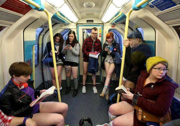 Ημέρα χωρίς...παντελόνια στο μετρό του Λονδίνου - εικόνα 4