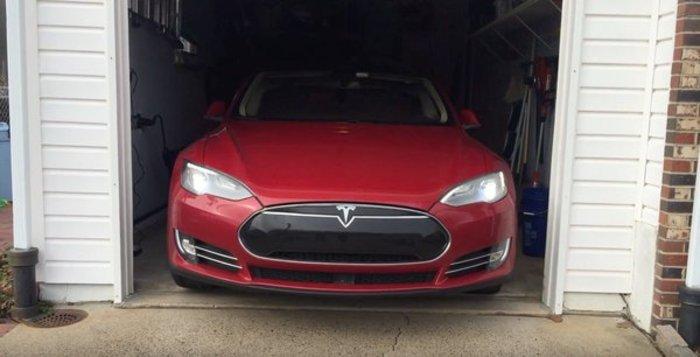 Tesla S:Το αυτοκίνητο που το καλείς και έρχεται κοντά σου! [video]