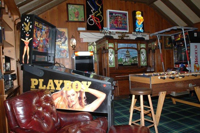Πωλείται η βίλα του «βασιλιά» του Playboy Χιού Χέφνερ στο Λος Άντζελες